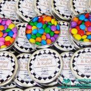 lembrancinhas-de-casamento-latinha-com-balinhas-de-confete-chocolate-personalizada-03