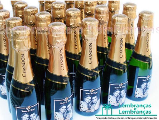 chandon baby , bebida personalizada , garrafa personalizada , caixa para brindes , brindes para funcionários , brindes para final do ano , brindes colaboradores , brindes , taças