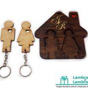 Lembrancinhas-para-padrinhos-porta-chaves-em-madeira-03
