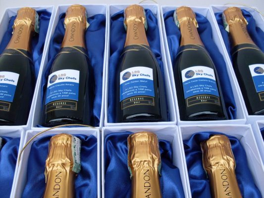 Brindes Kit Caixa personalizada com Bebida Chandon champagne com taças , Brindes Kit Caixa personalizada com Bebida Chandon baby champagne com tacas , caixa personalizada , brindes caixa kit chandon , brinde chandon , caixa personalizada brindes , caixa para brindes, caixa para brinde , brinde corporativo , kit promocional , bebida personalizada , taças