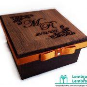 lembrancinhas-Padrinhos-de-casamento-caixa-de-madeira-personalizada-01