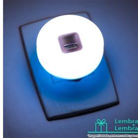 Luminaria-de-led-com-USB-e-entrada-para-energia-brindes-03