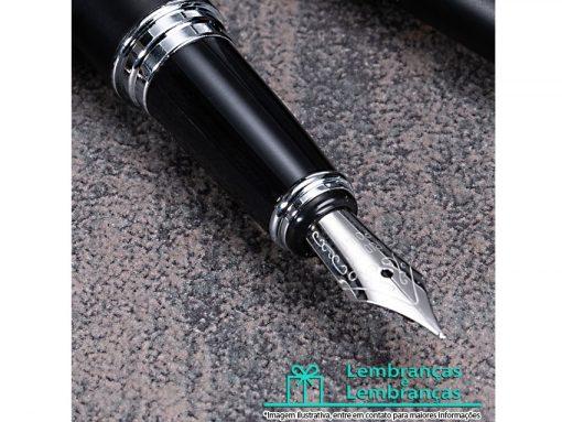 Brinde caneta metal tinteiro com pintura preto fosco e detalhes prata, Brindes caneta metal tinteiro com pintura preto fosco e detalhes prata, Brinde caneta metal tinteiro com pintura preta, caneta metal tinteiro preto fosco e detalhes prata, tinteiro preto moderno